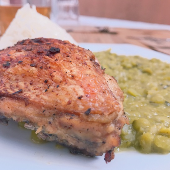 Alverjita con pollo a la leña
